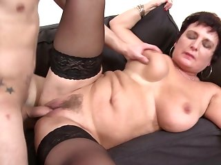 Mature queen mom fucking not her son