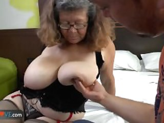 Delivery boy fucks with old granny with..
