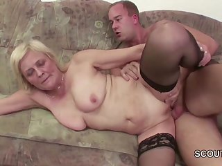 Young Boy Seduce Granny in Stockings to..